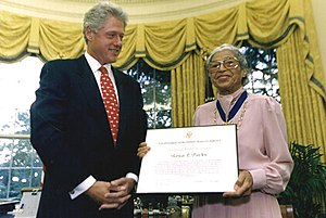 Rosa Parks receives an award from Bill Clinton.