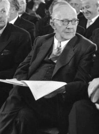 1949 West German presidential election - Image: Rudolf Amelunxen Ausschnitt aus Bundesarchiv B 145 Bild F001946 0009, Berlin, Bundesversammlung wählt Bundespräsident