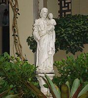 Imagem de São José no jardim do Colégio Sévigné.