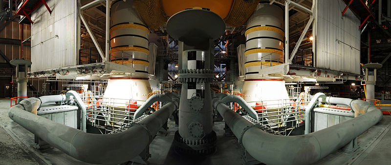 File:STS-133 VAB Panoramic View of SRBs and ET on Mobile Platform.jpg
