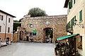 San quirico d'orcia, horti leonini, ingresso e mura 01.jpg