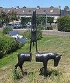 Sassenheim kunstwerk ezel met balancerend mensfiguur.jpg