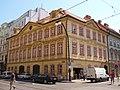 Schirdingovský palác ze strany.JPG