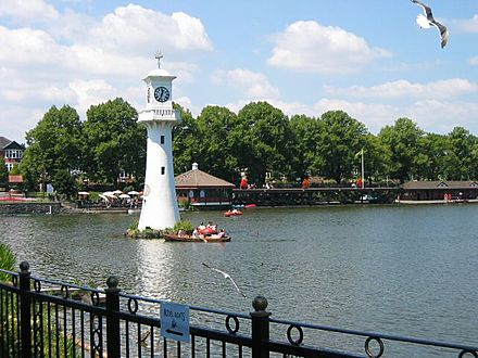 The lake at Roath Park, including the lighthouse erected as a memorial to Captain Scott Scott Memorial, Roath Park - geograph.org.uk - 27200.jpg