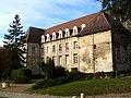 Senlis (60), ancienne abbaye St-Vincent, bâtiment conventuel dans la cour.jpg