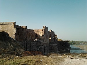 Burhanpur - Shahi qila on the bank of Tapti river
