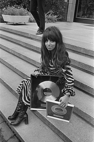 Mariska Veres - Veres in 1970 at the Hilton Amsterdam, having been presented with gold and platinum records by Albert Mol