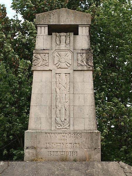 Sommepy-Tahure (Marne, France); mémorial aux 170e & 174e régiments d'infanterie, guerre de 1914-1918 - sur la route vers Aure.