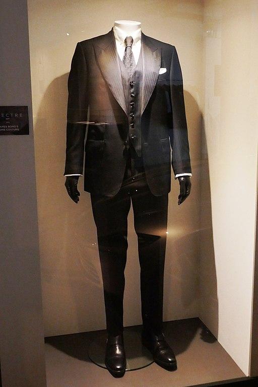 512px-Spectre_-_James_Bond_Costume_Rome.jpg