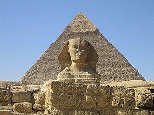 La Grande Sfinge di Giza e la Piramide di Chefren, simboli indiscussi dell'Egitto storico e attuale.