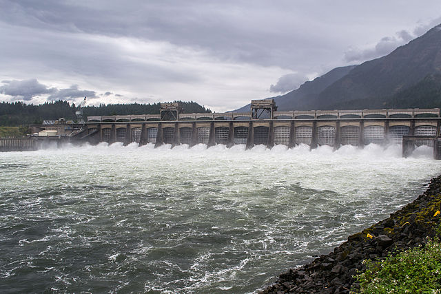 640px-Spillway%2C_Bonneville_Dam-2.jpg