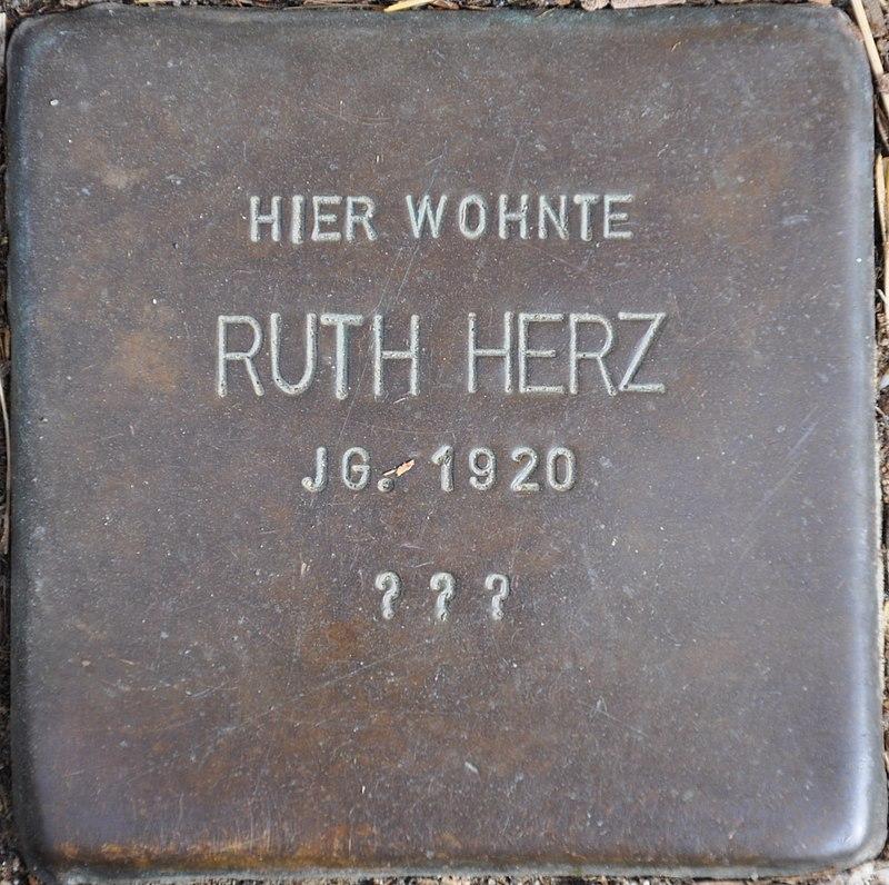 Stolpersteine Euskirchen-Flamersheim, Ruth Herz (Große Höhle 17).jpg