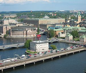 Centralbron - The islet Strömsborg with Centralbron passing in front and Vasabron behind.