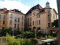 Strašnická škola - dvůr 2.JPG
