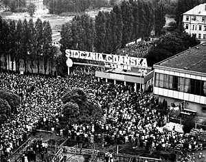 Inter-Enterprise Strike Committee - Citizens of Gdańsk gathered outside the gate to the Lenin Shipyard during the strike in August 1980