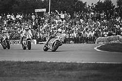 TT in Assen 500 cc v.l.n.r. Kenny Roberts (3), Jack Middelburg (4) en Franco Un, Bestanddeelnr 932-2261.jpg
