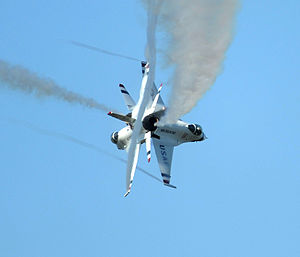 United States Air Force Thunderbirds - The Thunderbirds performing the crossover break.