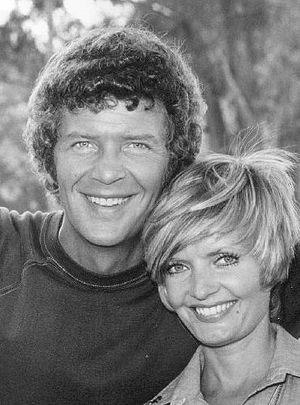 Robert Reed - Reed and Florence Henderson in a publicity shot for The Brady Bunch, 1973