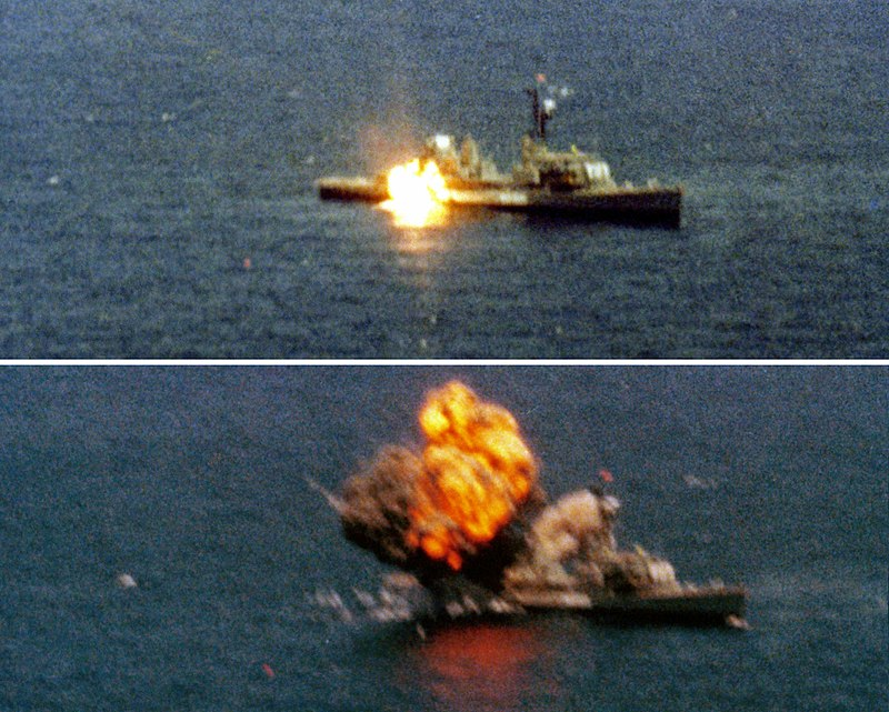 https://upload.wikimedia.org/wikipedia/commons/thumb/8/8c/Tomahawk_missile_sinking_USS_Agerholm_%28DD-826%29_1982.JPEG/800px-Tomahawk_missile_sinking_USS_Agerholm_%28DD-826%29_1982.JPEG