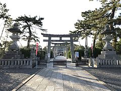 Toriis of Tsunashiki Temman Shrine.jpg