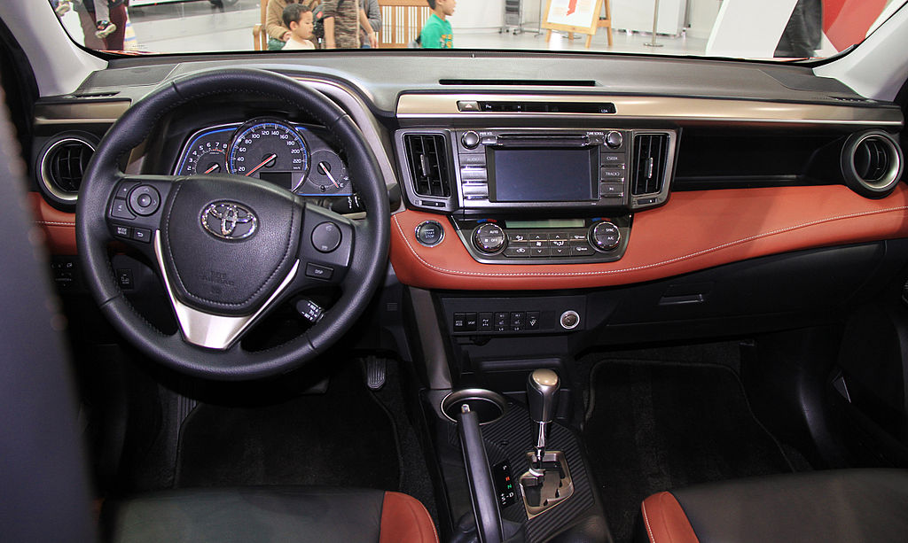 File Toyota Rav4 Xa40 Interior Jpg Wikimedia Commons