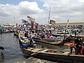 Traditional fishermen coming in to Tema harbour 05.jpg