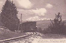 Carte postale ancienne représentant une locomotive sur des rails de chemin de fer