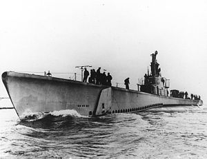 USS Lagarto (SS-371) underway, probably in Lake Michigan during trials, c. late 1944.
