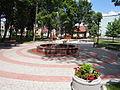 Ulanów - plac zabaw i fontanna na Rynku (03).jpg