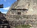 Uxmal - Pyramide des Zauberers 4 Seitentor.jpg