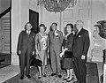 V.l.n.r. senator Fulbright, koningin Juliana, prins Bernhard, mevrouw Fulbright , Bestanddeelnr 916-4155.jpg