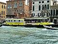 Vaporetto on canal grande davanti palazzo stern.jpg