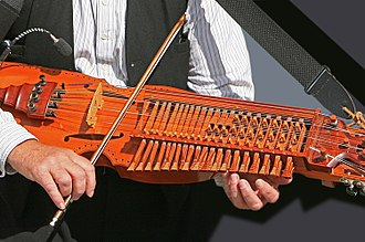 Nyckelharpa - Traditional method of playing