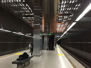 Vermont/Santa Monica station - Image: Vermont Santa Monica platform 2016