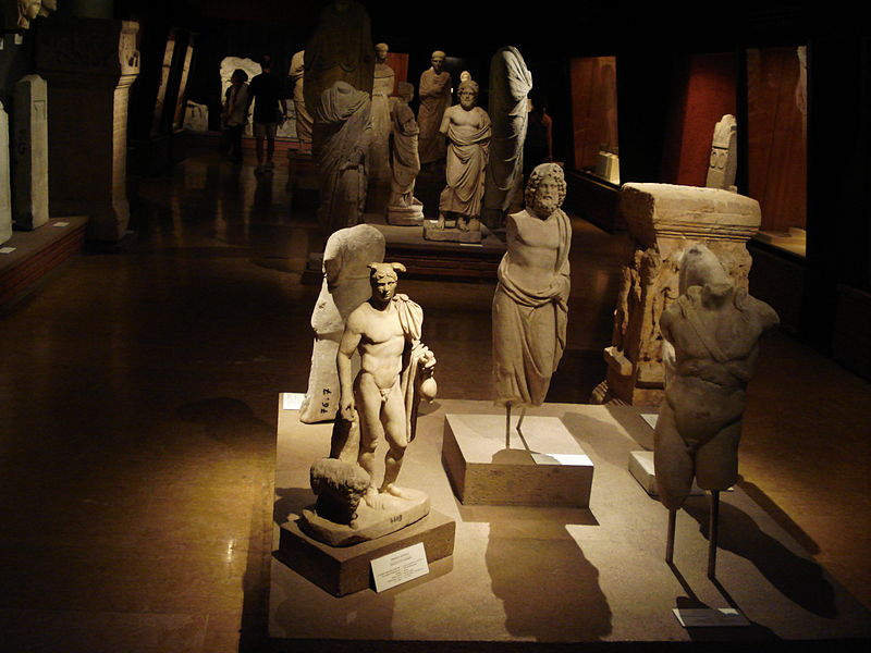 File:View in the Collection of the Istanbul Archaeology Museum.jpg