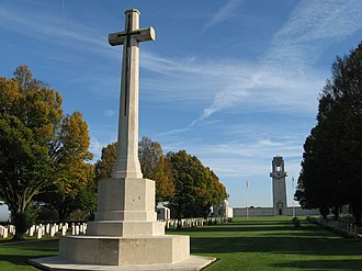 Villers–Bretonneux Australian National Memorial - Image: Villers Bretonneux mémorial australien (croix et tour en automne) 1