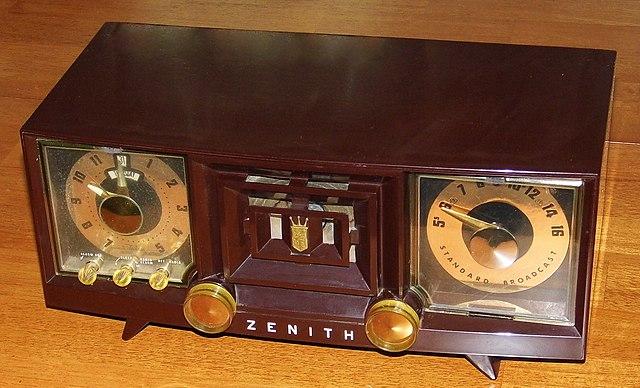Amazon.com - Zenith Hotel Clock Radio w/MP3 In Z1307 ... |Zenith Clock Radio