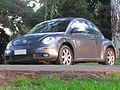 Volkswagen New Beetle 2.0 2010 (9430256709).jpg