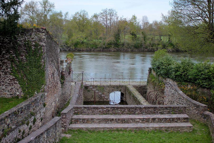 Port Saint-Pierre, château des Évêques, Fr-49-Chalonnes-sur-Loire.
