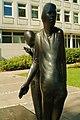 Waldemar Otto Die Begegnung gestiftet 1985 Kreissparkasse Hannover Anlaß des 100jähriges Bestehen Landkreis Hannover Ansicht Mann von vorn.jpg