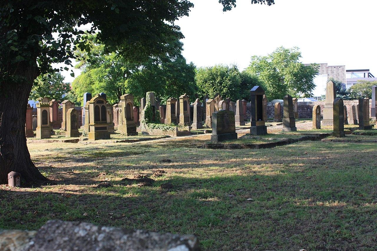 Walldorf Jüdischer Friedhof Grabsteine.JPG
