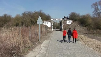 Archivo:Wallers - Passage du Paris-Roubaix le 7 avril 2013 (012A).ogv