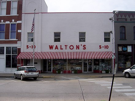 Sam Walton's original Walton's Five and Dime, now the Walmart Visitor's Center on Bentonville town square 09-02-06-OriginalWaltons.jpg