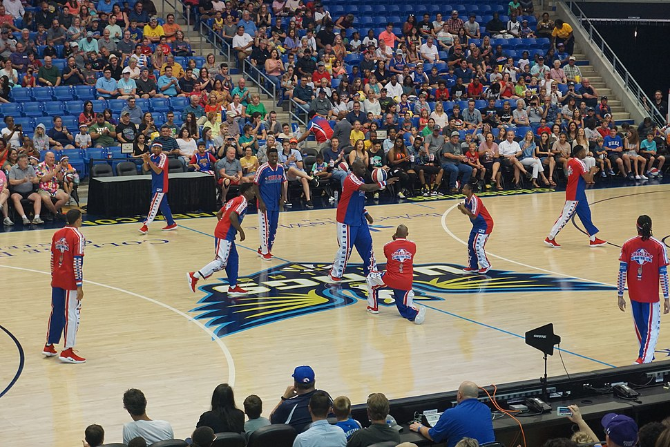 Washington Generals vs. Harlem Globetrotters June 2019 03 (Globetrotters Magic Circle)