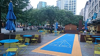 Westlake Park (Seattle) - Shuffleboard and seating area