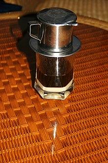 https://upload.wikimedia.org/wikipedia/commons/thumb/8/8c/White_coffee_in_Vietnam.jpg/220px-White_coffee_in_Vietnam.jpg