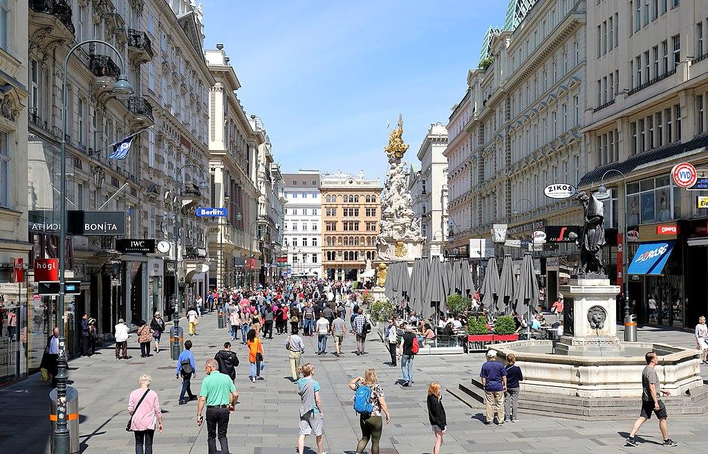 Historisches Zentrum von Wien - Graben mit Luitpoldbrunnen (Vordergrund) und Pestsäule (Hintergrund).