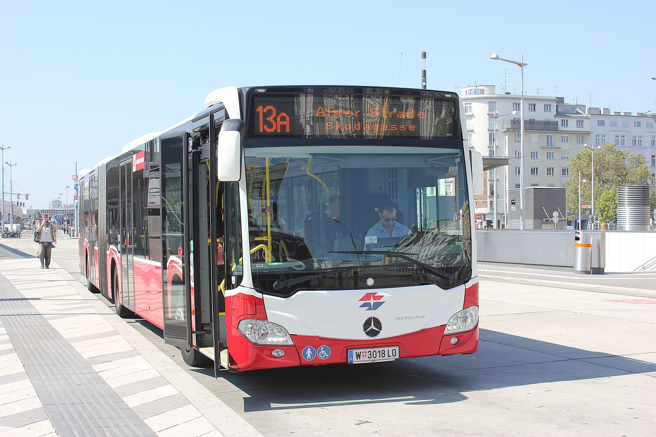 File wien mercedes benz citaro wikimedia commons for Tysons mercedes benz