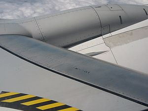 English: Wing of a Boeing 737-800 (Ryanair) Es...