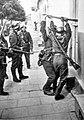 Wyłamywanie drzwi 1939.jpg